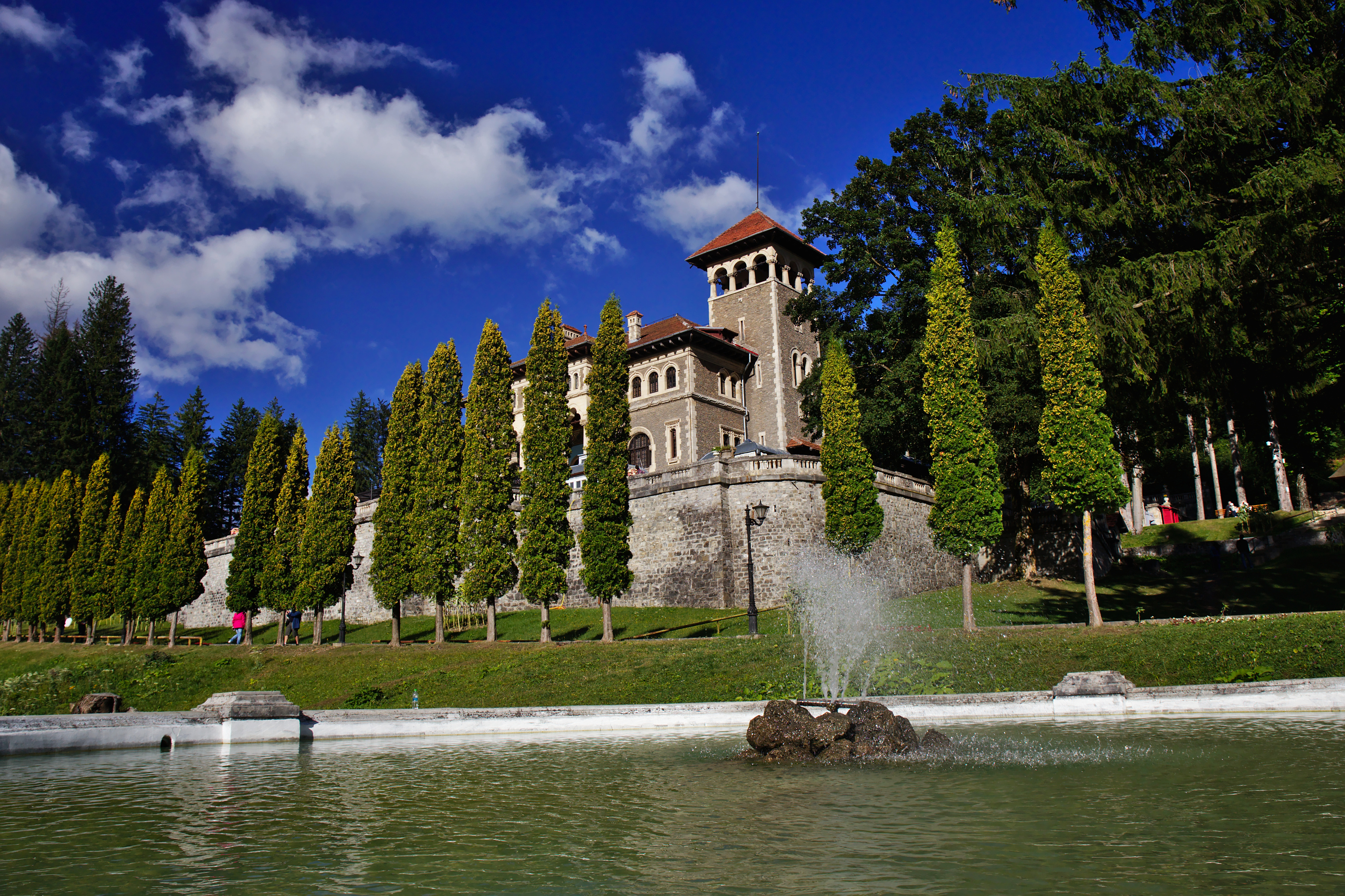 Castelul_Cantacuzino_din_Bușteni_01
