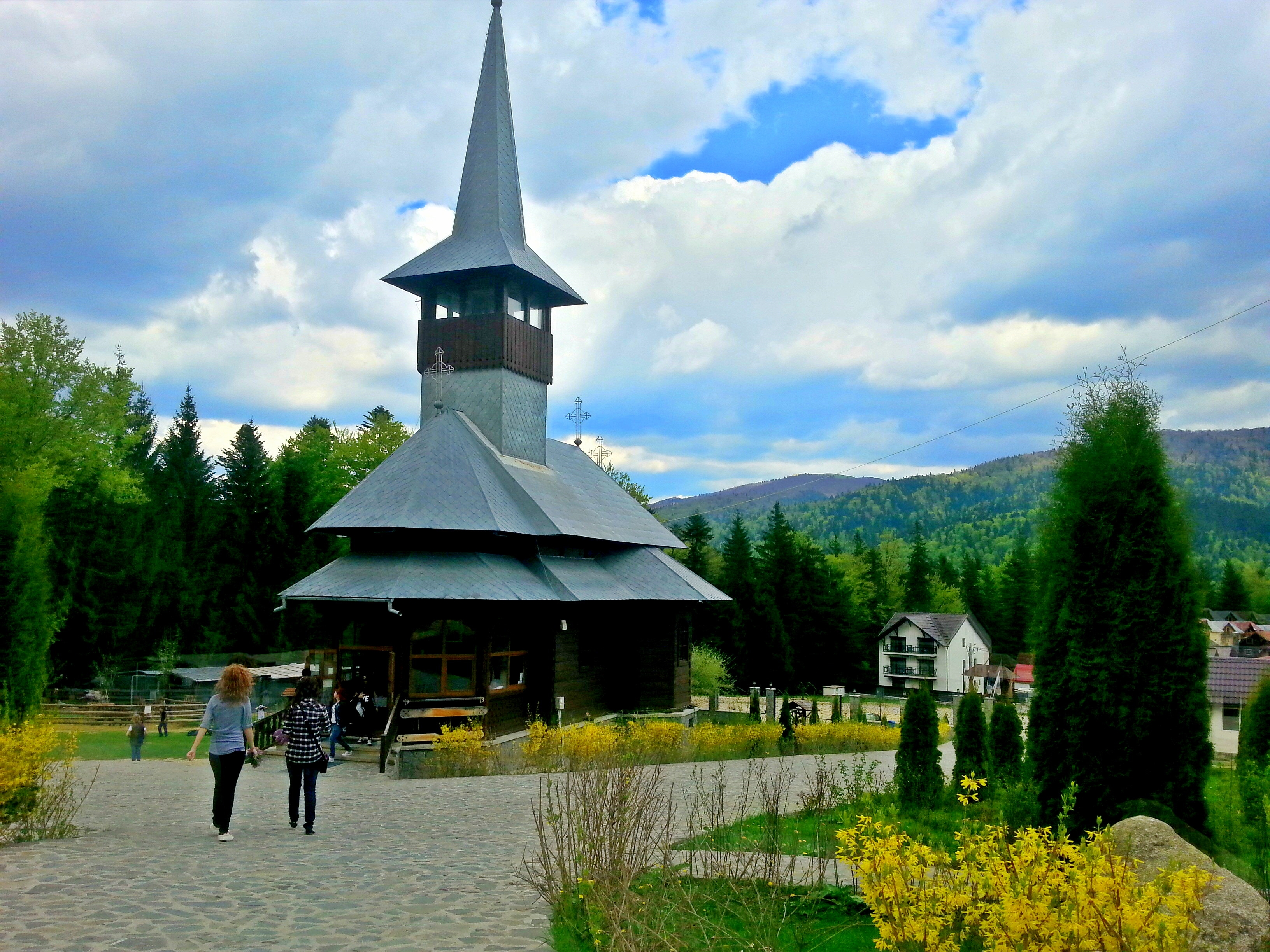 Manastirea_Caraiman_-_panoramio